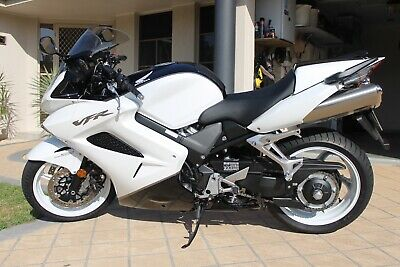 HONDA VFR800Fi motorcycle - Immaculate!