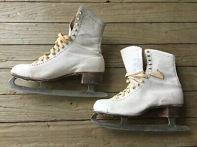 Vintage Pair of Canadian Flyer white leather  Ice skates Size 9-1/3