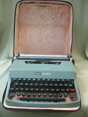 VINTAGE TYPEWRITER Olivetti Lettera 32 portable typewriter with Carry Case