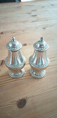 Ianthe silver plated 2 piece cruet set unboxed, salt and pepper only