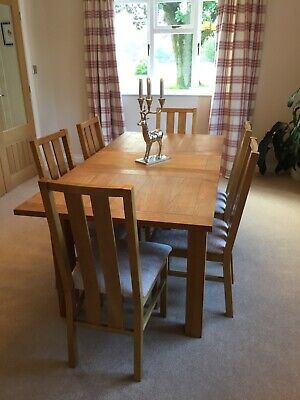 1.2m - 2.1m extending solid oak dining table and 6 chairs (can easily seat 8)