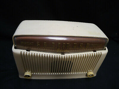 Vintage Silvertone Tube Radio Model 9006 - WORKING