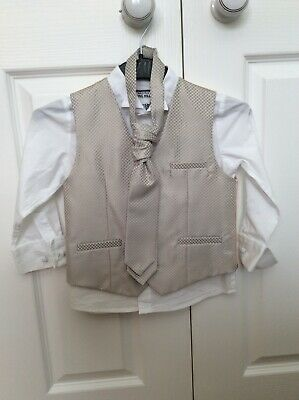 Boys Monsoon Wedding Outfit age 3-4 years. Worn for short time. Mint
