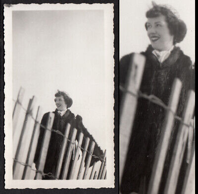 GORGEOUS SMILE WOMAN ABSTRACT MOMENT BEACH FENCE ~ 1940s VINTAGE PHOTO