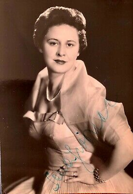 Sena Jurinac . Croatian / Austrian  Soprano  Genuine Autograph On Small Photo