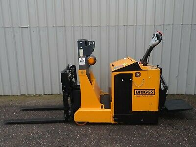 ROBUR 800Kgs USED ELECTRIC STACKER / PALLET FORKLIFT TRUCK. (#2575)