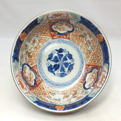 B609: Japanese bowl of OLD IMARI porcelain with beautiful painting and coloring