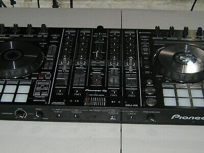 Pioneer DDJ-RX - CONTROLLER IN GREAT CONDITION, COMES IN ORIGINAL BOX WITH PLUG.