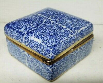 Blue White Chinosiorie Asian Chinese export Porcelain square classic trinket box