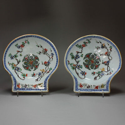 Pair of Chinese Antique famille verte shell-shaped dishes, Kangxi (1662-1722)