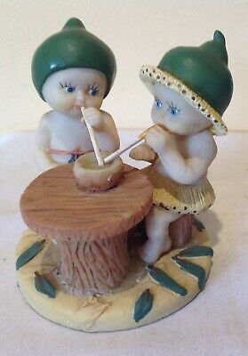 vintage Gumnuts Babies statuette -Drinking with straws