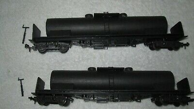 On30  / 2 x TANKER + BRAKE HANDLES / BASED ON OO COACHES /GOOD COND,