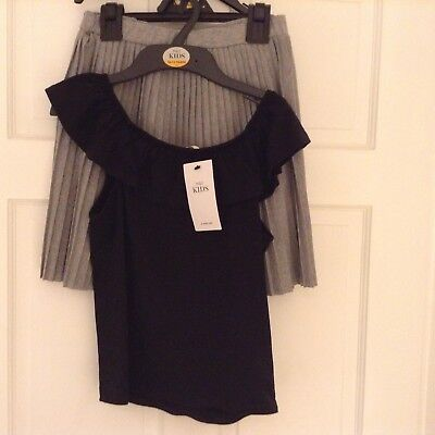 MARKS AND SPENCER TWO PIECE OUTFIT. SKIRT AND TOP. AGE 10 to 11. NEW WITH TAG.