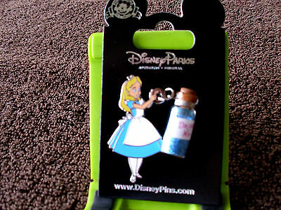 Disney * ALICE w/ DRINK ME BOTTLE * New on Card Wonderland Character Trading Pin