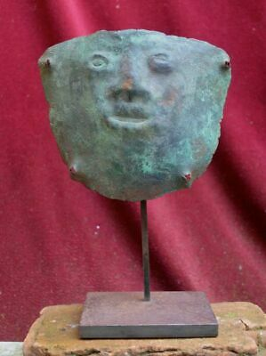 Very rare and nice copper Mummy bundel Mask with human face, Vicus culture Peru