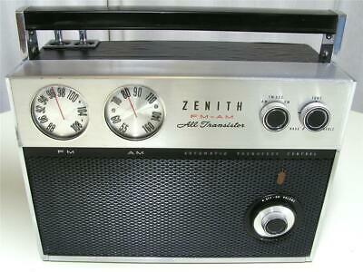 Collectible Vintage Zenith FM / AM All Transistor Royal 2000-1 Portable DC Radio