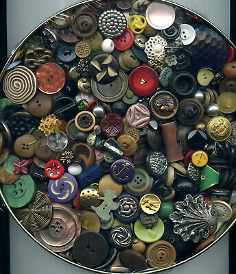 1 1/2 POUNDS of VINTAGE buttons--GLASS--WOOD--CELLULOID--VEG IVORY--METAL & MORE
