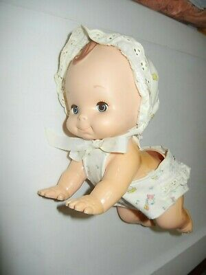 1979 PLAYMATES BABY CRAWL AWAY DOLL w// hat and diaper