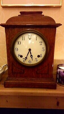 Antique oak 8 day chime mantle clock. Works well but hinge bit lose.