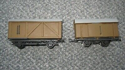 On30  / 2 X BOX WAGONS / AS PER PHOTO /GOOD COND /  SIGNED FOR P&P