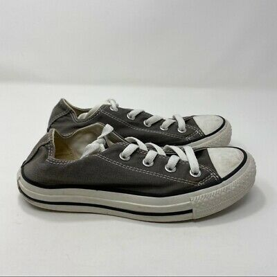 Gray Women's Low Top Converses Size 6 A106