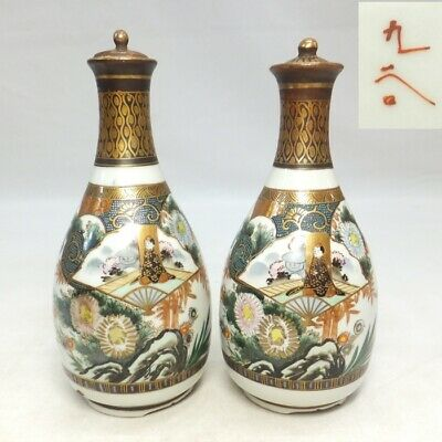 D272: Japanese pair of SAKE bottle of old KUTANI porcelain with fine painting 1
