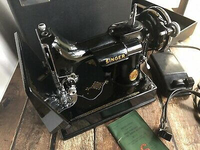 Singer Featherweight 221 (221-1)Sewing Machine 1946 W/ Case Nice Condition !