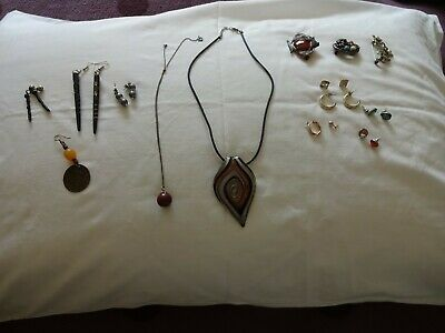Jewellery. Mixed bundle > earrings, necklaces & broaches. To wear or for craft.