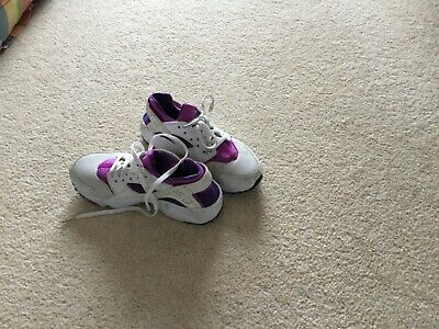 White / Purple NIKE HUARACHES girls Trainers Size 3.5