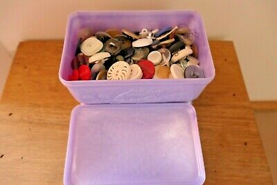VINTAGE HOADLEY'S Treasure Chest CHOCOLATE BOX 50s -60's full of vintage buttons