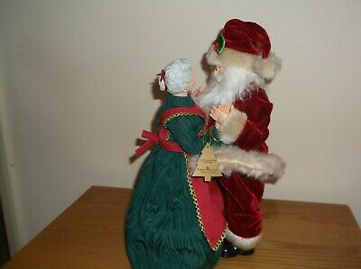 Hand Sculptured, Hand Painted Dancing Musical Santa with Mrs Claus RRP. £109