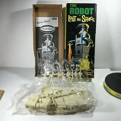 Vintage Lost in Space Robot Model NEW in Box Great artwork Classic TV Show