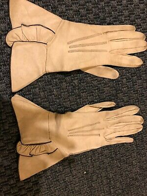 Vintage 1950's/ 1960's- Cream or beige Leather DEnt'a gloves- used!