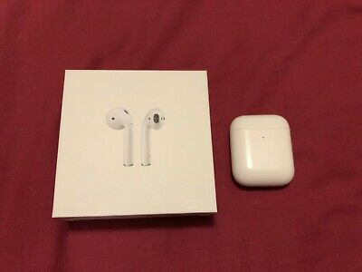 Apple AirPods 2nd Generation (with Wireless Charging Case) Great Condition