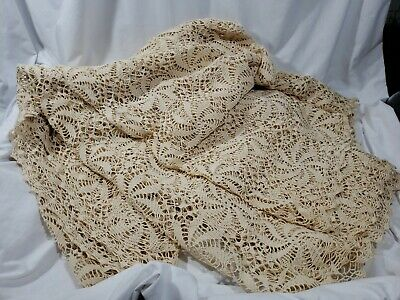 "Handmade Lace Pinwheel Tablecloth Bed Cover 110"" x 80""  Ivory Color EUC"