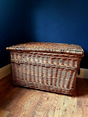 Large Antique Woven Willow Laundry Logs Storage Picnic Basket Trunk