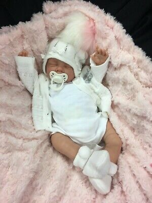 REBORN BABY GIRL FIRST REBORN WHITE//CREAM TUTU OUTFIT BLING POM POM HAT 0135S