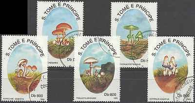 Timbres Champignons St Thomas et Prince 1147/51 o (41808)
