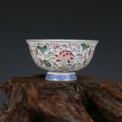 Chinese Qing Qianlong old antique Porcelain famille rose Lotus flower bowl