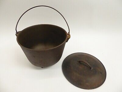 Vintage #8 Cast Iron 3 Leg Bean Kettle With Basting Lid