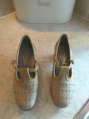 PORTLAND SHOES SIZE UK 2 vintage Mary Jane style shoes leather patent uppers