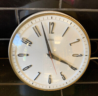 METAMEC Mid Century Vintage Electric Powered Wall Clock