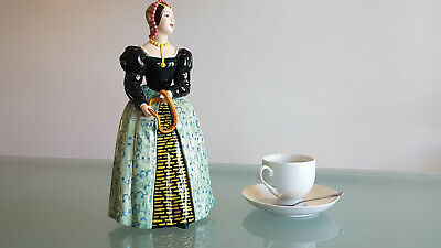 VITAGE EUROPEAN PORCELAIN LARGE LADY WITH ROSARY FIGURINE.33cm HIGH. PERFECT !