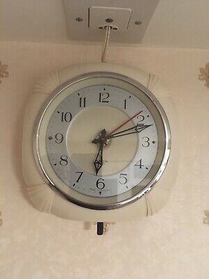 Smiths Sectric . Superb 1950's Art Deco  Electric Kitchen Clock cream bakelite.