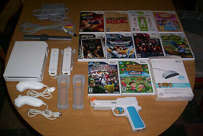 NINTENDO Wii CONSOLE BUNDLE 2 Remotes Nunchucks 10 Games SUPER SMASH BROS. MARIO