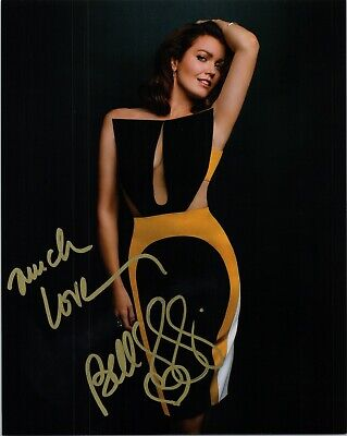 """~~ BELLAMY YOUNG Authentic Hand-Signed """"SCANDAL"""" 8x10 Photo ~~"""