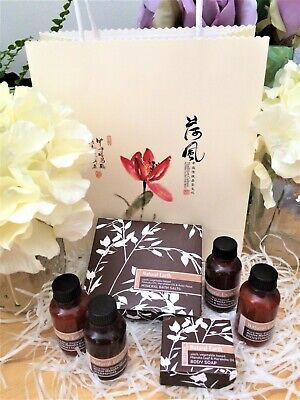 Natural Earth Manuka Honey Skincare Products Pamper Gift Set in a Decorative Bag