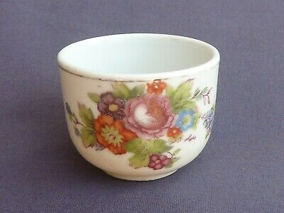 Beautiful Chinese 100 Year+ Tea / Rice Wine Cup Lovely Floral Spray Design
