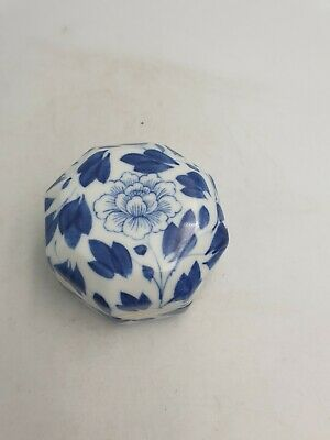 Chinese Porcelain Octagonal Shaped Lidded Trinket Box Blue White Floral Motif