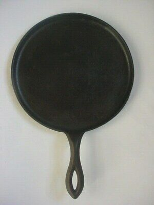 Antique VINTAGE CAST IRON GRIDDLE # 7 WITH GATE MARK Skillet 1800's